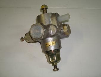 Регулятор давления воздуха с предохранительным клапаном  11.35.12010  КамАЗ